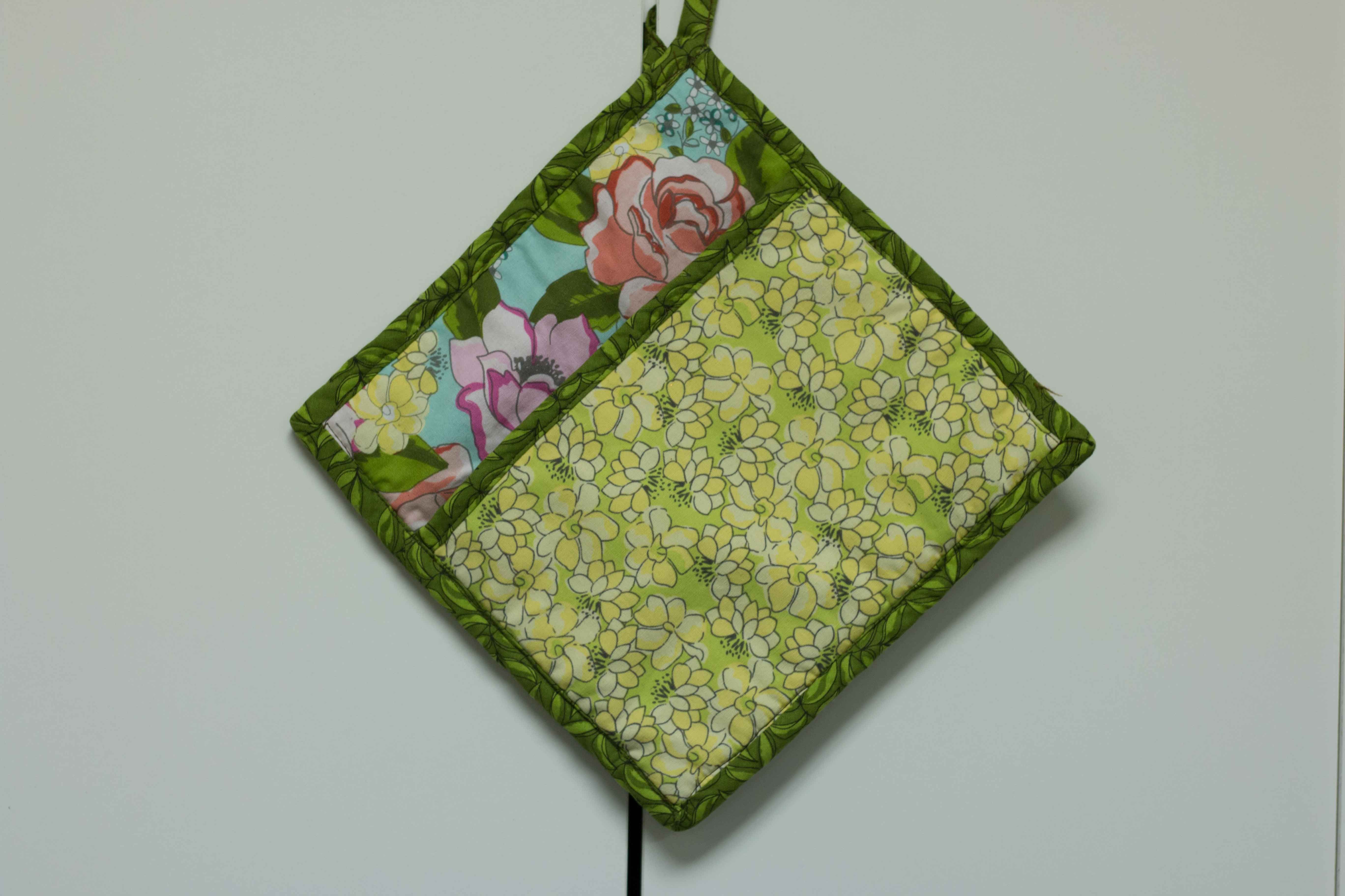Green and floral print pot holder